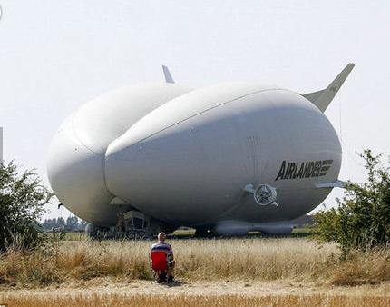 世界最大飞艇首航成功 开启人类航运新篇章